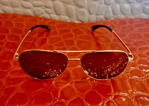 بيليونير تكشف عن نظاراتها الشمسية المطلية بالذهب الخالص بسعر خرافي